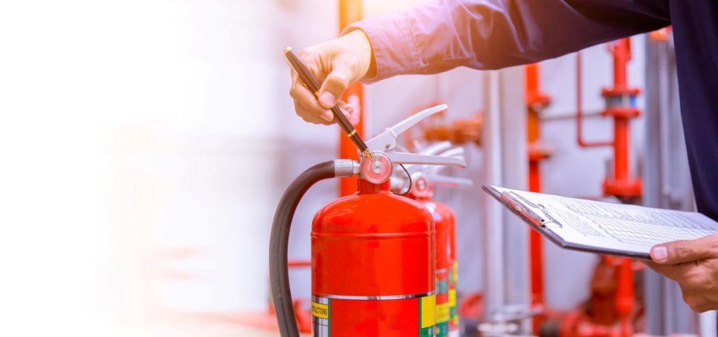 Les normes incendie dans un bâtiment public sont régies par le code de la construction et de l'habitation.