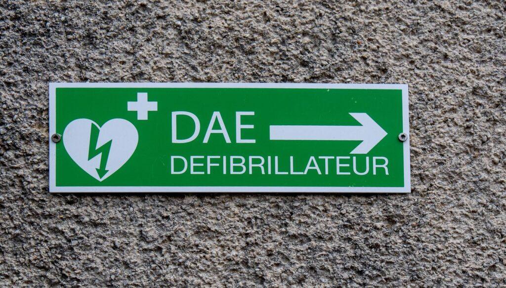 Ce qu'il faut savoir sur l'obligation d'avoir un défibrillateur en ERP